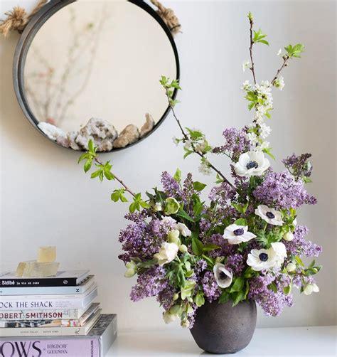 arrange flowers     flower