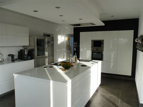 evier cuisine blanc ilot central de cuisine blanc avec evier gascity for