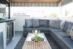 20 idees de tapis dexterieur reussir la deco du coin repas for Tapis exterieur avec canapé d angle noir et blanc
