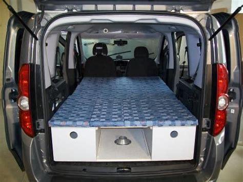 auto schlafen umbau schlafen im auto na dann gute nacht spiegel