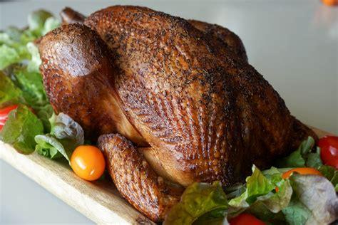 cuisiner poulet entier recettes de fumage à chaud par chef simon le poulet fumé