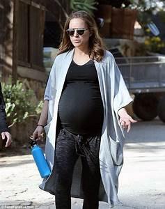 Pregnant Natalie Portman takes morning walk in California ...