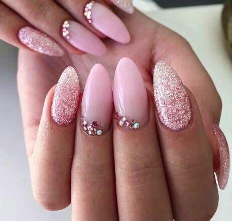 nägel mit steinchen pudrowy r 243 ż na paznokciach top 20 modnych i dziewczęcych inspiracji