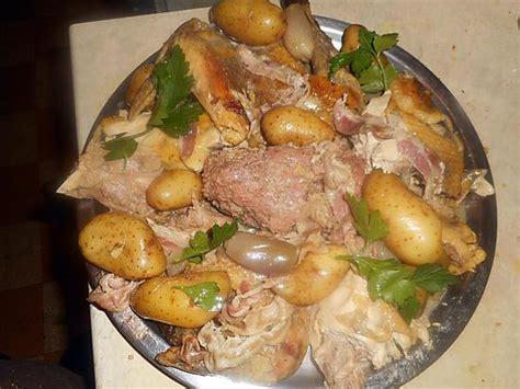 cuisine pintade cocotte recette de pintade farcie en cocotte avec des rattes
