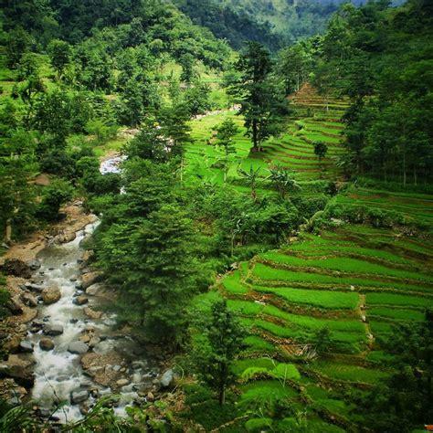 desa  memiliki panorama alam  indah berita