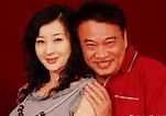 吴孟达老婆有几个 三段婚姻后选择侯珊燕的原因是什么-钱来也