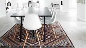 Tapis De Salle A Manger : un tapis dans la salle manger comment bien le choisir ~ Preciouscoupons.com Idées de Décoration