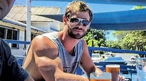 We Need to Talk About Chris Hemsworth's Arms in This ...