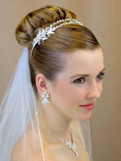 wedding veil with tiara