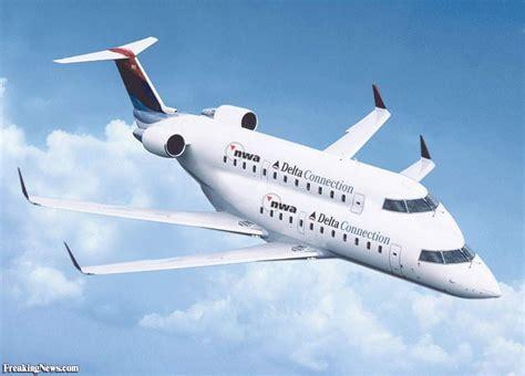double decker delta airplane pictures