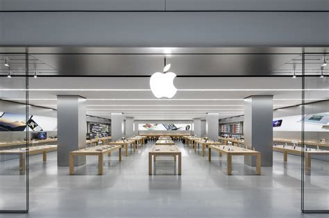 apple s a go on a rage in an apple store