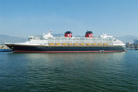 port wishes upon a star disney cruise ship leading convoy