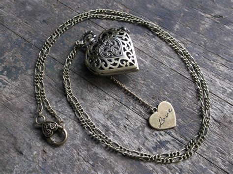 Working Heart Pocket Watch Necklace With Compass Rose And Love Heart Charm On Long Chain Gift Baskets Vancouver Delivery How To Make Birthday Gifts For Mom Yahoo Answers Ideas Reddit World Tea Set Unique The Traveler Good On Apology Synonym