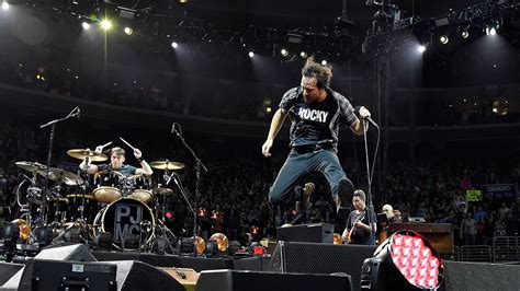 Pearl Jam Perform 'binaural' In Its Entirety At Toronto