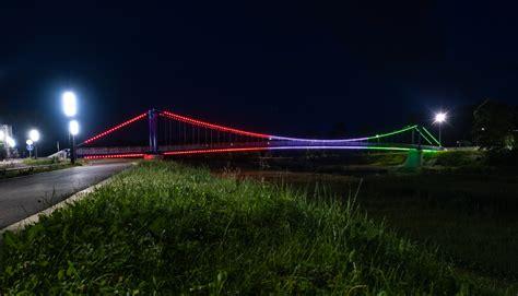 Gājēju tilti pār Ogres upi izgaismosies Ungārijas karoga ...
