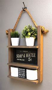 Badezimmer Regal Holz : adorable wood and chalkboard floating shelf 1 2 bath ~ Watch28wear.com Haus und Dekorationen