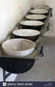 Waschbecken Ohne Wasseranschluss : waschkaue stockfotos waschkaue bilder alamy ~ Markanthonyermac.com Haus und Dekorationen