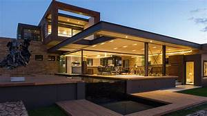 This contemporary mansion in South Africa blends luxury ...