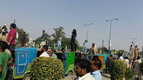 Rickshaw Drivers Pour Out In Huge Numbers To Protest