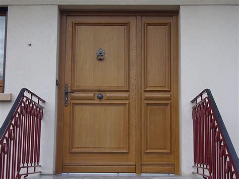 porte d entrée en bois massif galerie de r 233 alisations de portes d entr 233 e bois menuiserie ade 224 metz