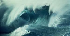 Giant Waves Lash Hawaii Oceanfront Homes In Historic Surf ...