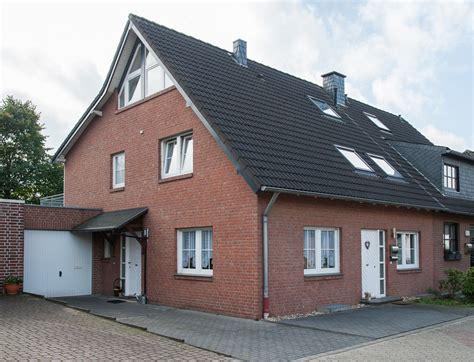 Doppelhaushälfte Mit Separater Vermieteter