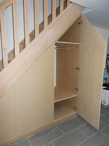 source d39inspiration placard sous escalier coulissant With porte de placard sous escalier