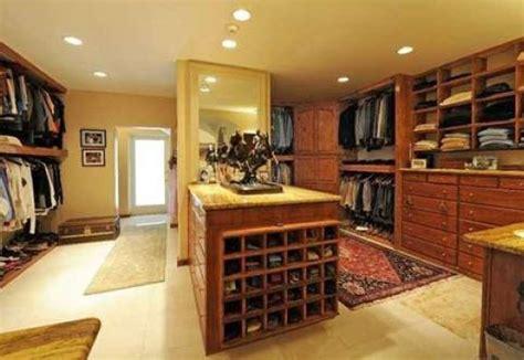 Bill Gates rents extravagant mansion for teenage daughter