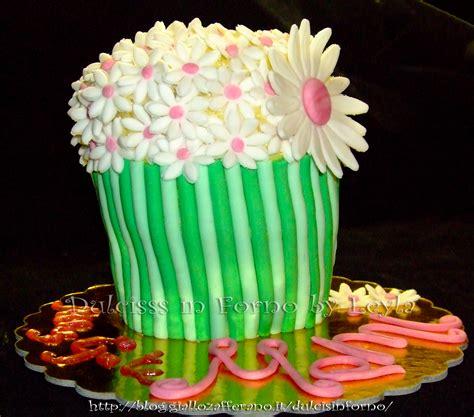 fiori vaso torta vaso di fiori decorata in pasta di zucchero pdz