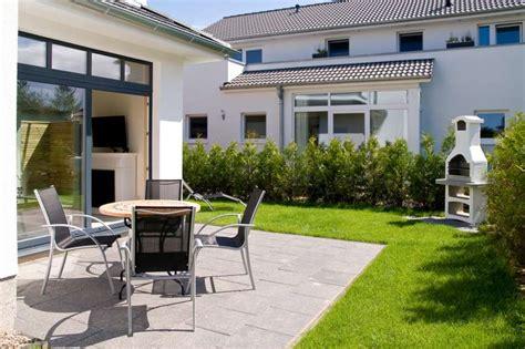 Terrasse Mit Garten Und Grill