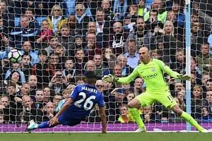 Mahrez perdona el resbalón al City con un penalti ilegal a ...