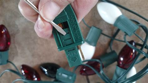 how to replace a fuse to fix christmas lights i am hardware