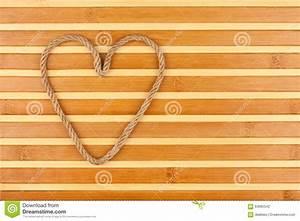 Tapis En Corde : coeur symbolique fait en corde se trouvant sur un tapis en bambou photo stock image 63685542 ~ Teatrodelosmanantiales.com Idées de Décoration
