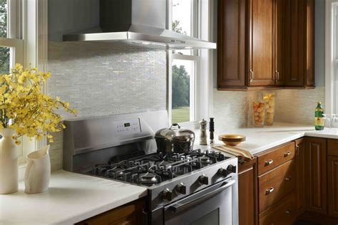 Glass Backsplash Tile Ideas For Kitchen : Make The Kitchen Backsplash More Beautiful