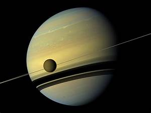 News | Saturn and its Largest Moon Reflect Their True Colors