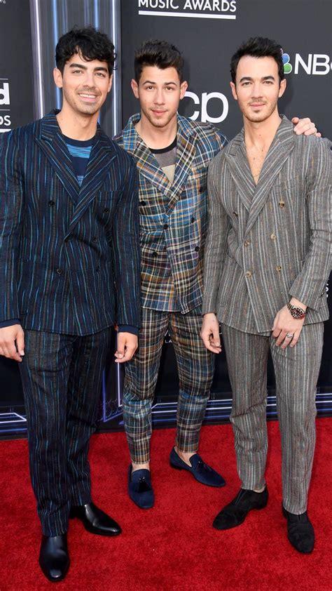Joe Jonas, Nick Jonas y Kevin Jonas from Alfombra roja de ...