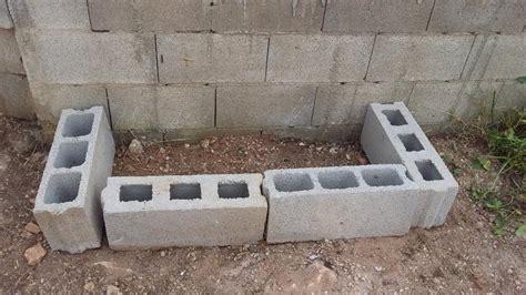 Construir Una Jardinera Con Bloques En El Jardín