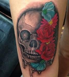 Dessin Tete De Mort Avec Rose : photo tatouage d 39 une t te de mort avec des roses sur la jambe ~ Melissatoandfro.com Idées de Décoration