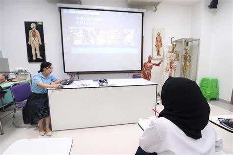 เหล่าซือ มู่ เกอ อาจารย์ชาวจีนจากสถาบันขงจื่อการแพทย์แผนจีน ณ มหาวิทยาลัยหัวเฉียวเฉลิมพระเกียรติ ...