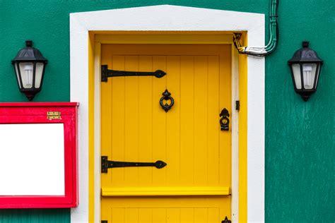 porte in legno da esterno come verniciare le porte in legno da esterno e interno
