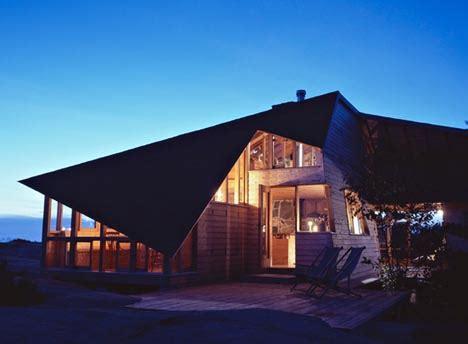 small  spacious island cabin designs ideas  dornob