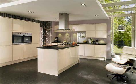armoire chambre noir laqué cuisine grise carrelage gris