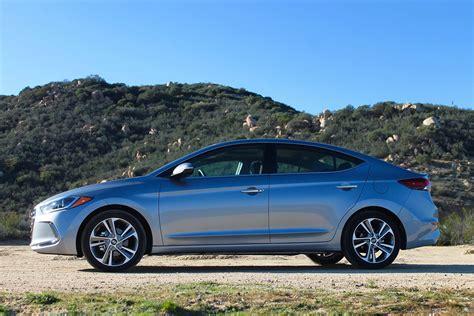 hyundai elantra  drive review pictures specs