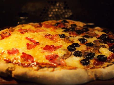 photo 4 de recette p 226 te 224 pizza 233 paisse et moelleuse
