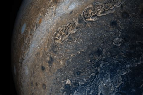 These new images of Jupiter show its clouds in stunning ...