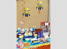 mesa de dulces de minions candy bar Pinterest Mesas