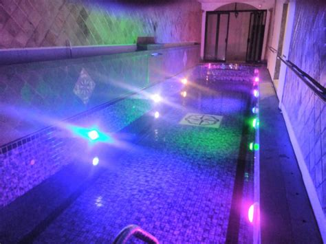 memasang lampu led underwater  tepat dimulti pool blog