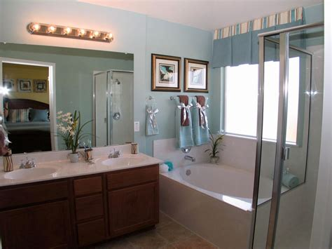 Retro Looking Master Bathroom Lighting Ideas