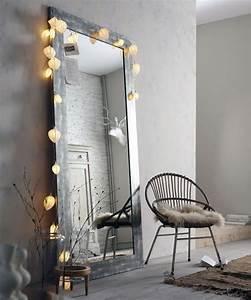 Miroir Avec Lumiere Pour Coiffeuse : miroir fuchsia et chocolat ~ Teatrodelosmanantiales.com Idées de Décoration