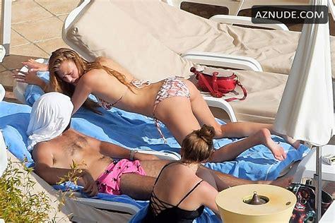 Cosima Auermann Enjoying The Sun On The Beach With Her